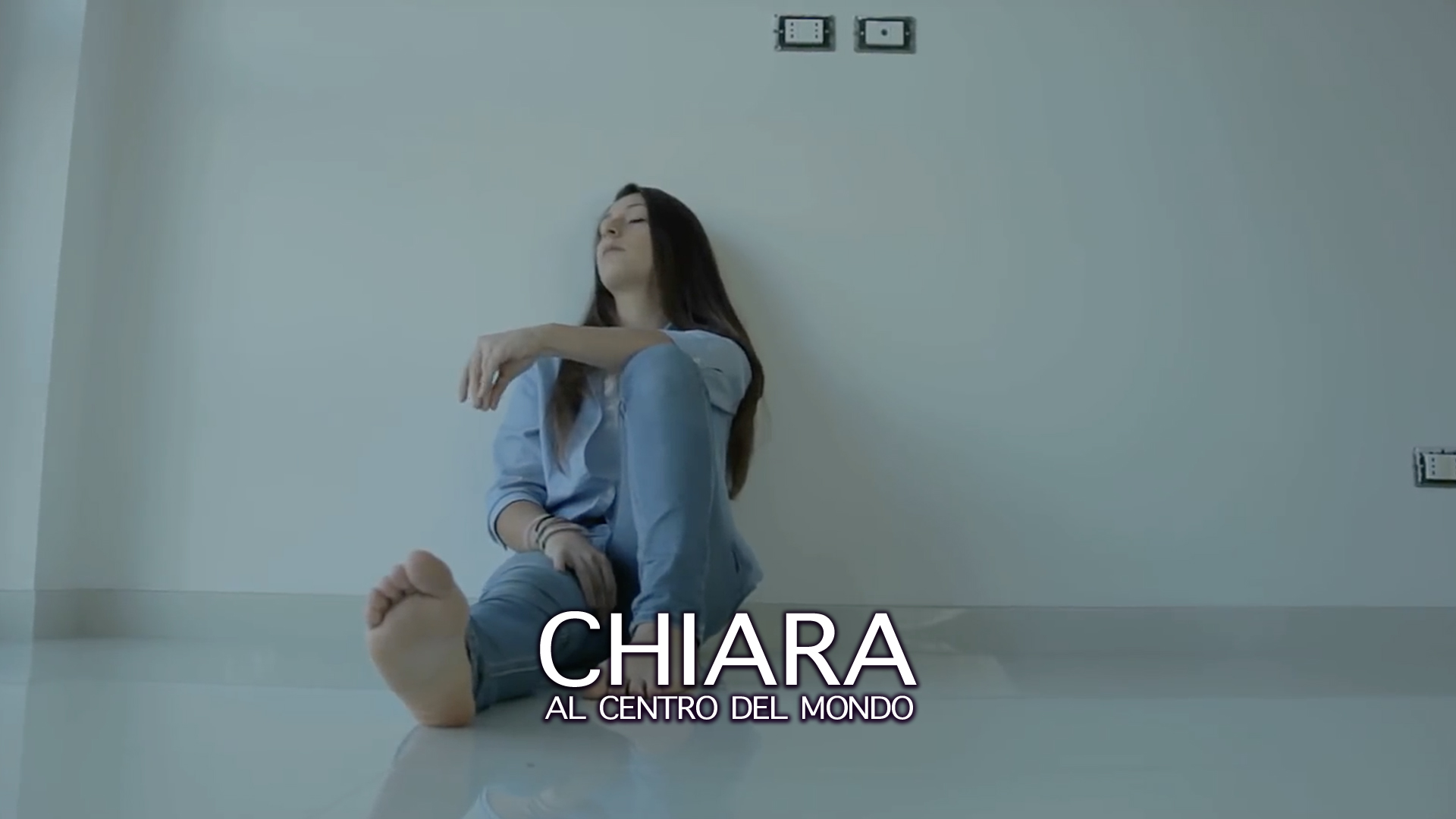 Copertina Video Chiara al centro del mondo